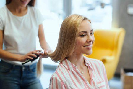 hairdresser-doing-haircut-for-women-in-D3TFR57